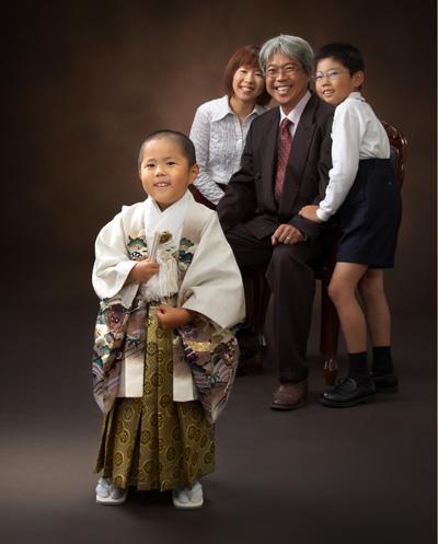 七五三,五歳,男の子,家族写真,主役が前に出て