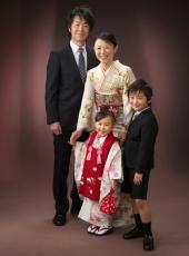七五三,三歳,女の子,家族写真,親子4人立ち姿