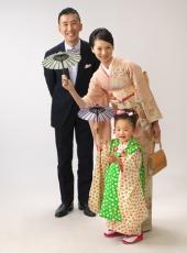 七五三,三歳,女の子,家族写真,ママと一緒にお着物で