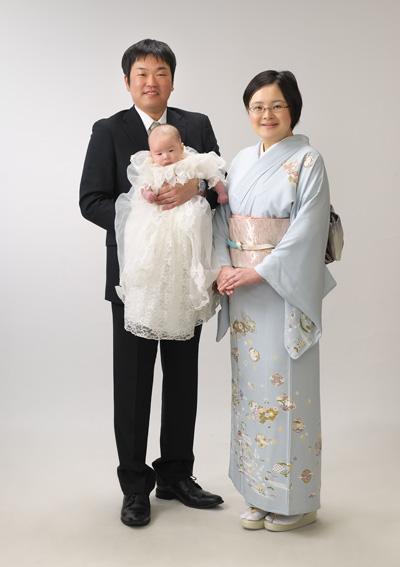 お宮参り,家族写真,ママ着物,パパが赤ちゃんを抱っこ