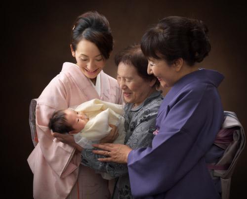 お宮参り,親子四代,着物,ひいおばあちゃんが抱っこ