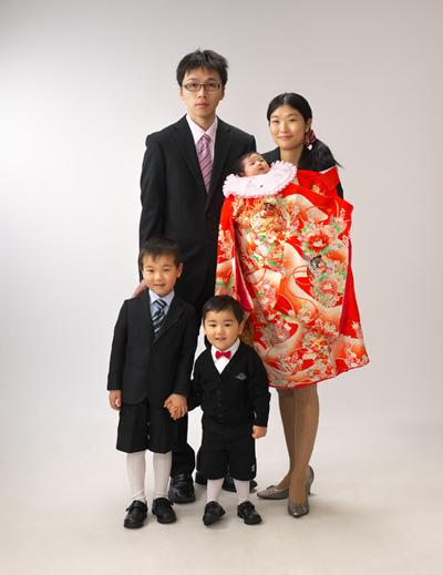 お宮参り,家族写真,親子5人,ママが掛着かけて抱っこ