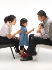 お宮参り,家族写真,みんなで赤ちゃんをあやして
